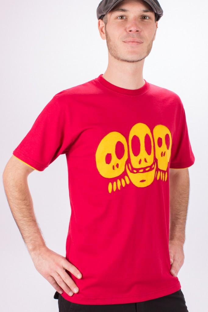 T-shirt Skulls Fond Rouge design Jaune