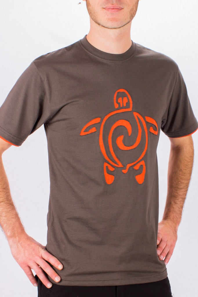 T-shirt Tortue Fond Brun design Orange