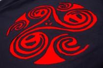 T-shirt Triskel Fond Noir design Bordeaux